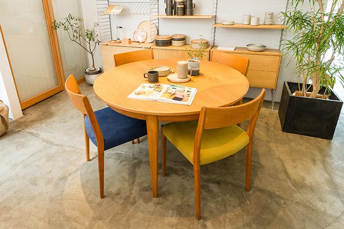 1993年に設立されたデンマークの家具メーカーOmann JUN(オーマンユン)のダイニングテーブル&チェア。ヴィンテージアイテムをメインで扱うグリニッチでは、月初めに40〜50アイテムを入荷。図面や間取りが分かる資料を持参すれば、空間のトータルコーディネートの相談に応じてくれます