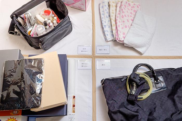 4つの選ぶ基準を決め、押し入れの中のものや衣類を全部出して必要なものだけを選んでいきます