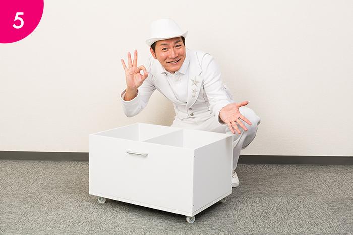 逆さにしていたボックスを元に戻せば、 容量たっぷりの可動式おもちゃ箱が完成!  子どもの弱い力でも引き出せるので、自分でおもちゃを片付けられます。