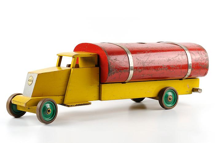 コー・フェルズー、ADO 《散水車》、1939年、CODAミュージアム蔵 Copyright CODA / Gerhard Witteveen