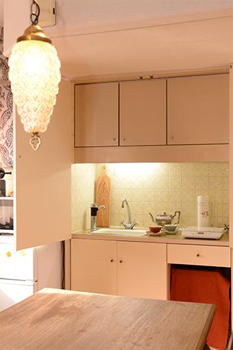 小さなキッチンが出現! お茶の用意や、簡単な調理をすることができます。