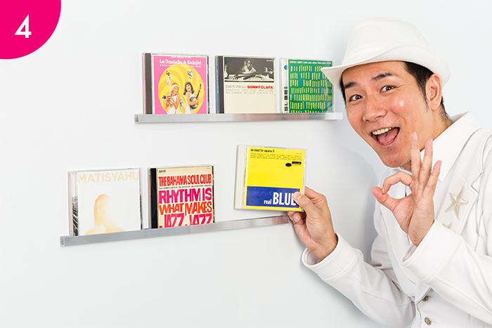 あとは、アルミチャンネルの溝に、好みのCDなどをディスプレイするように収納するだけで完成!
