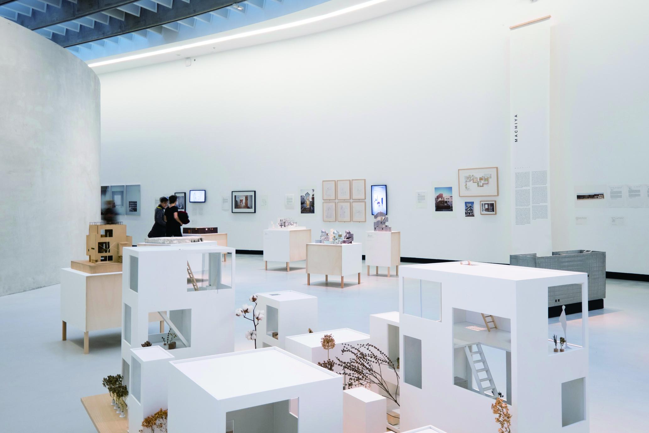 2016 年 11 月に開催されたローマの MAXXI 国立 21 世紀美術館での展示風景 Ⓒ シモーナ・フェラーリ 写真提供:アトリエ・ワン