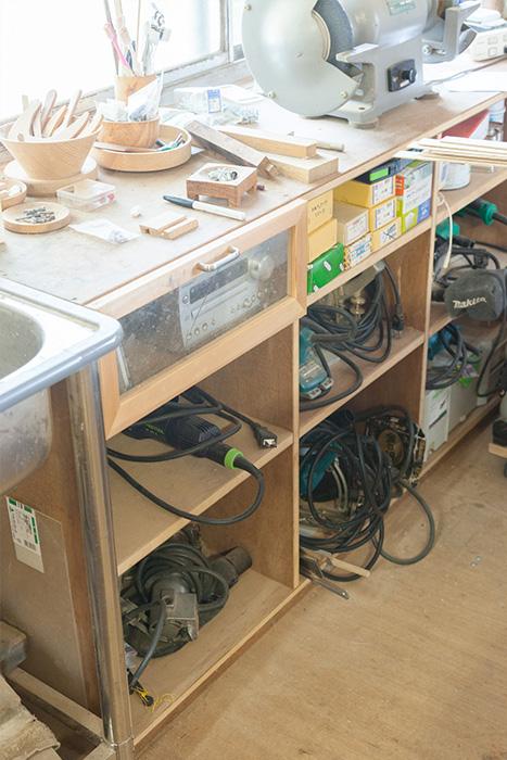 【工房】シンクになかった空間に、手作りで棚を造り付けた