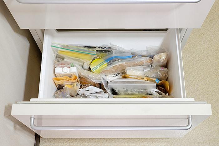 ムダなすき間を作らない冷凍庫収納