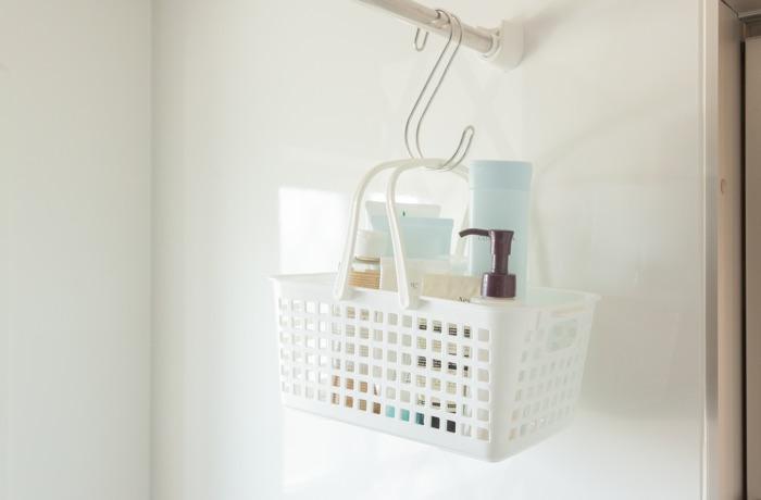 おさよさん家の浴室の、家族も協力しやすい超簡単『吊るす収納術』。