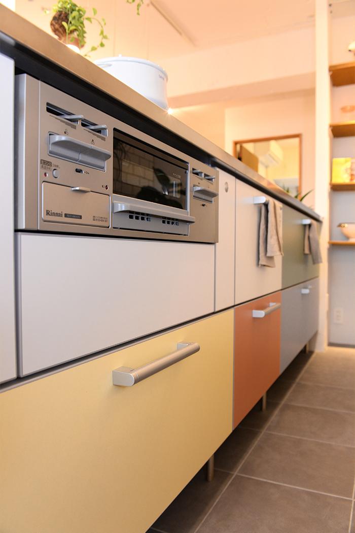 収納力抜群の大きなキッチンは、生活感が見えやすいアイテムをしっかり収納できます。