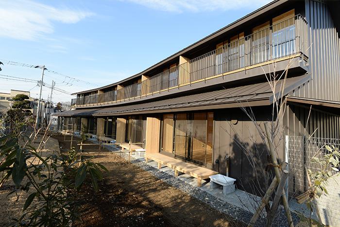 「納屋森nayamori」と名付けられた新築の集合住宅。