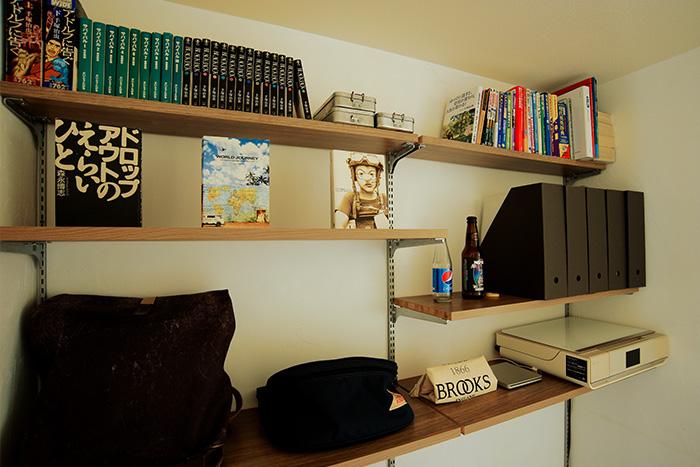 廊下が書斎に早変わり! 可動棚シューノで作る、スペースを有効活用した壁面書斎