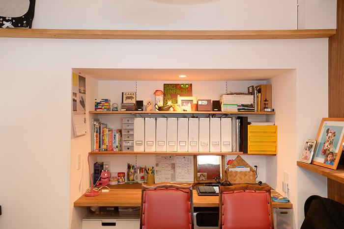押し入れだったスペースを小さな書斎替わりに