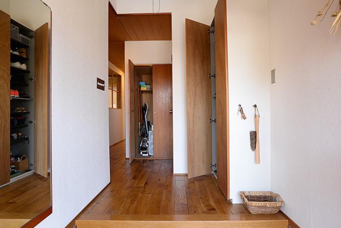 玄関の収納扉