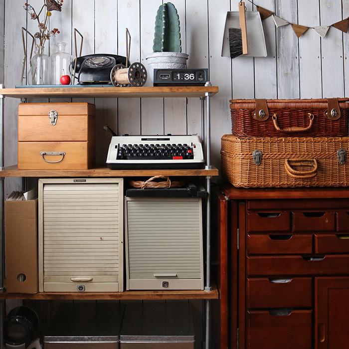 家族が一番無くてはならないものを収納した棚。 これも部屋の大きさ、置きたいものを考えてDIYしました。