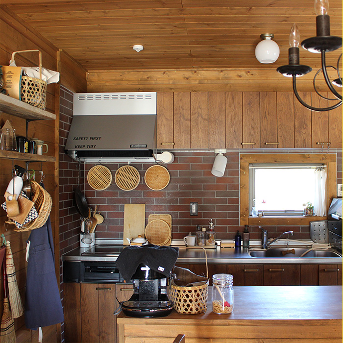 動線もバッチリ、見せる・隠すのバランスの取れたキッチン収納《natumikanさん》