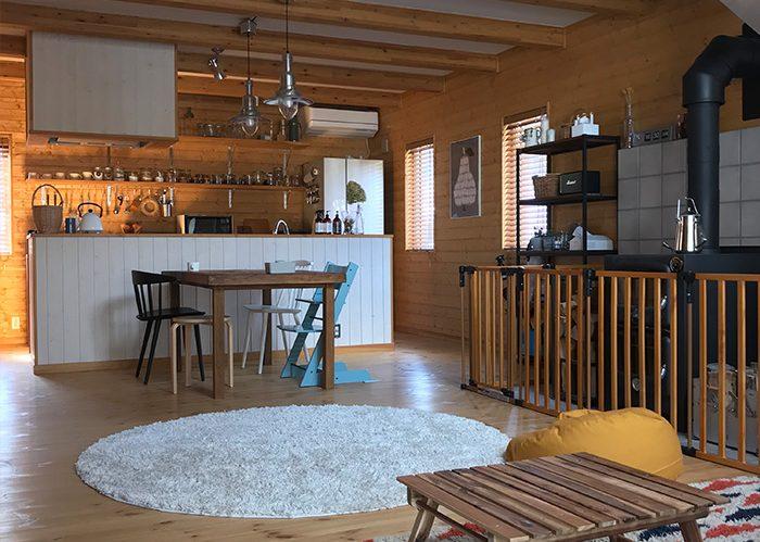 オープン収納も統一することでスッキリと。キッチン収納術《sippoさん》