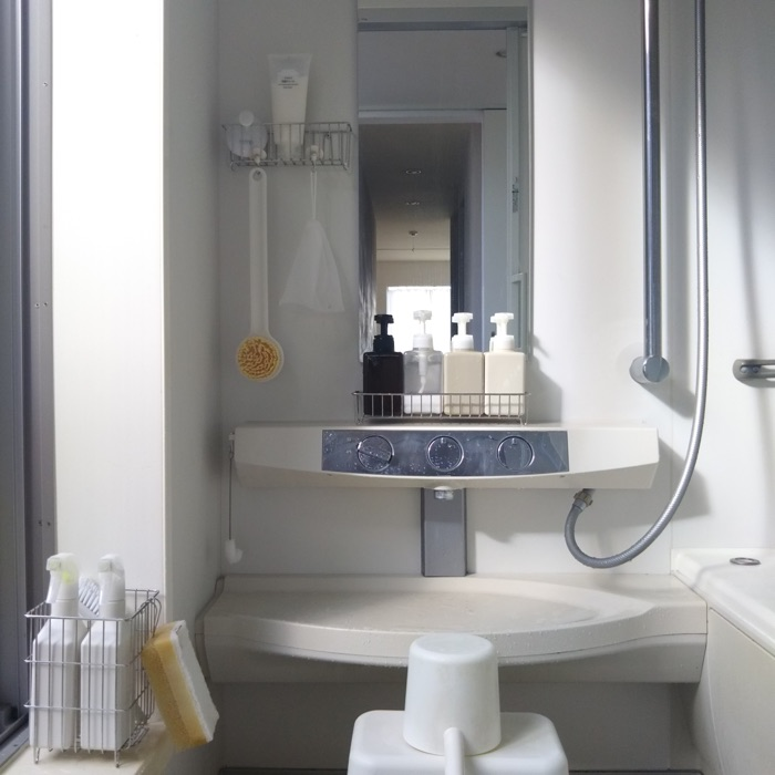 こだわり小物セレクトで生まれる、清潔感あふれる洗面所収納《かもめさん》