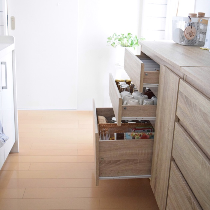 動線も考えた、キッチンの食器類収納テク