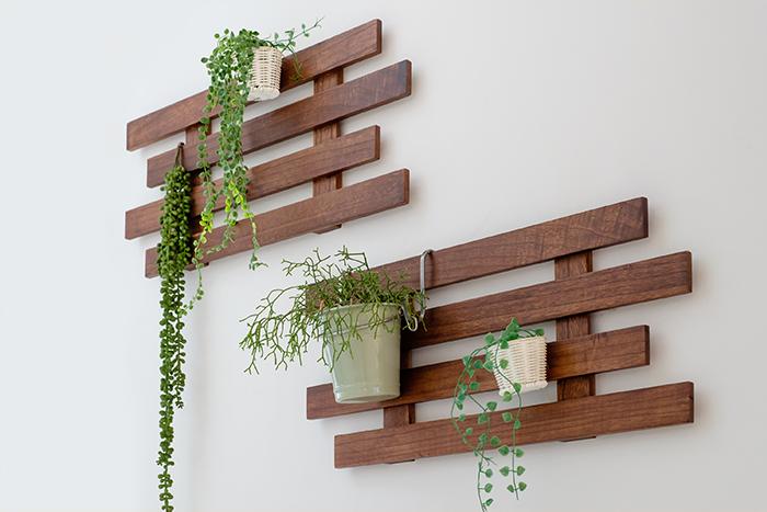 インテリアを飾るように壁面収納!「壁付けすのこ」