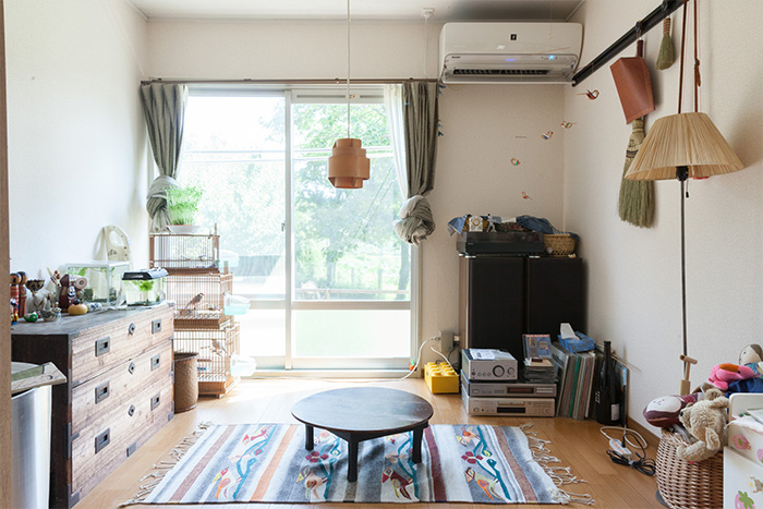 家族それぞれが大切な場所を持つ家具職人と人形作家が暮らす部屋