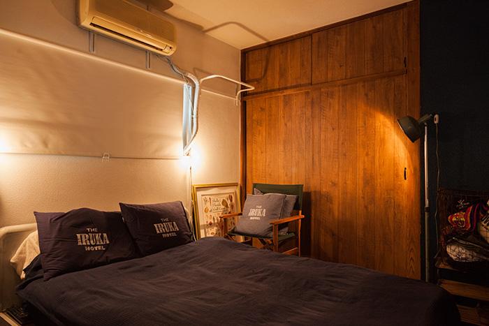 大きなベッドが印象的な寝室