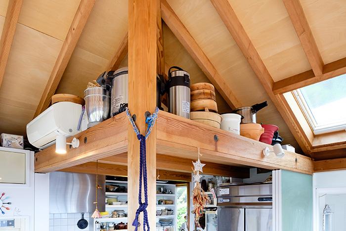 調理器具の収納場所はキッチンのロフトに