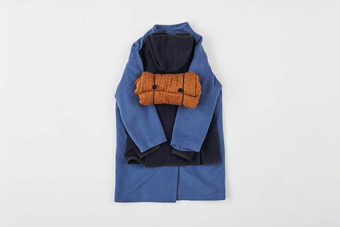 コートをコンパクト収納できる、たたみ方〜しまい方アイデア