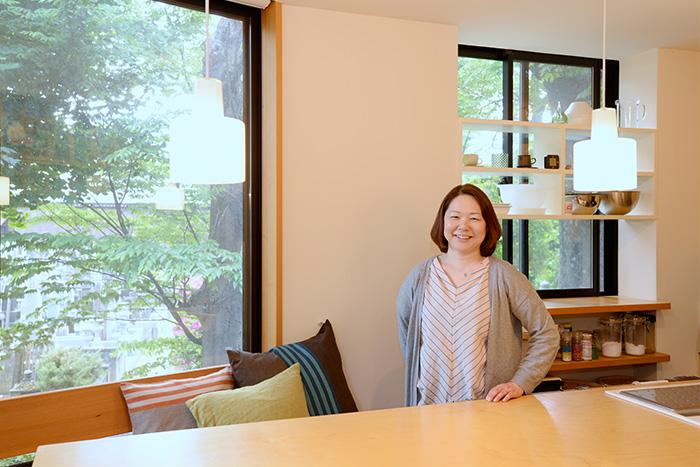 収納デザイン・回遊性・大きな窓で驚くほど広々! 土地10坪の狭小住宅