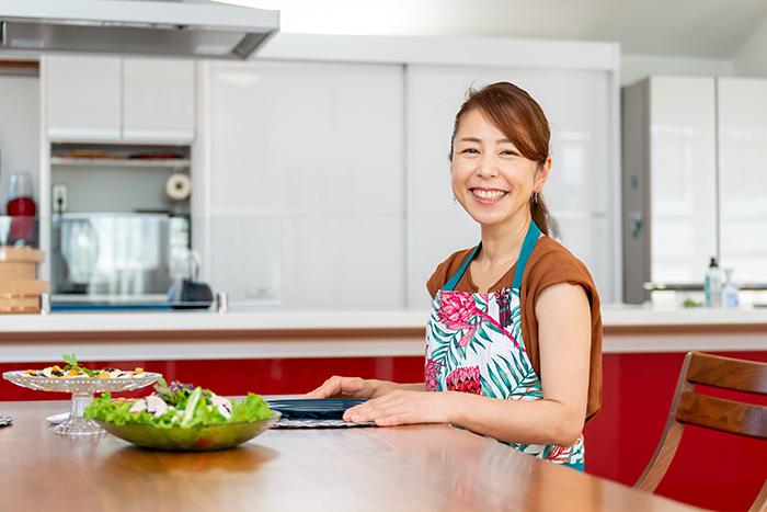 """4度の引っ越しの間に見つけたライフワークは「麹マスター」。""""横浜の発酵美女""""が暮らす、ラグジュアリーなリノベ住宅"""