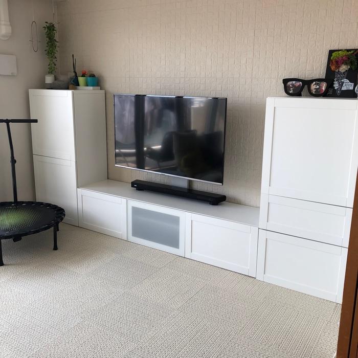 テレビボードの収納を最大限に活かし、きれいなリビングを保つための工夫 上田麻希子さん