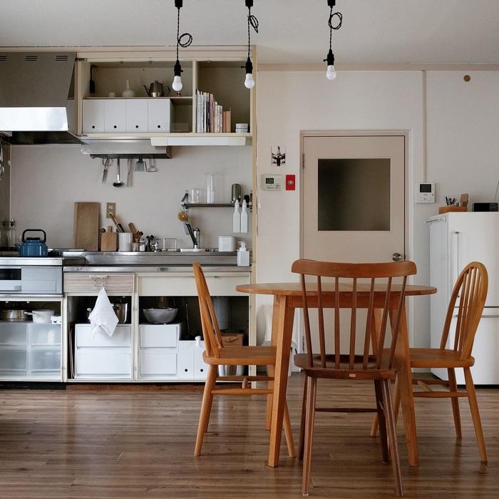 食器や調理道具を厳選し、オープン収納。収納が少なくてもすっきりキッチンの秘訣とは nabeさん