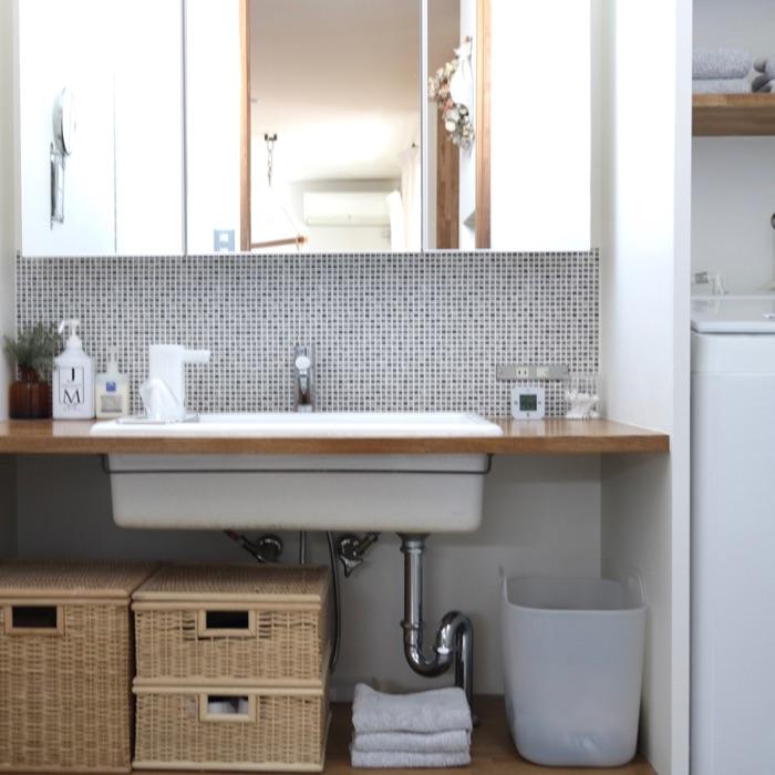 見せる収納と隠す収納をうまく使い分け、洗面所をすっきり使いやすい空間に しょこさん