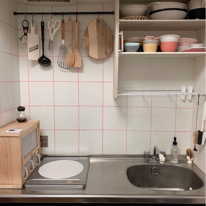 見せると隠すの使い分け!ワンルームのキッチンをおしゃれにみせる収納の心得とは? chiikokoさん