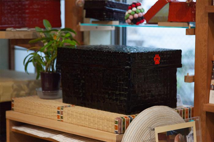 着物からカメラまで小粋に収納! 古きよき日本の収納「つづら」は現役の収納BOXだった