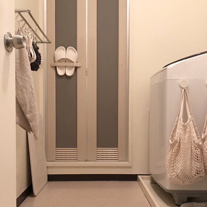 吊るす収納で空間を有効活用!掃除がしやすく清潔な洗面所の保ち方  kozueさん