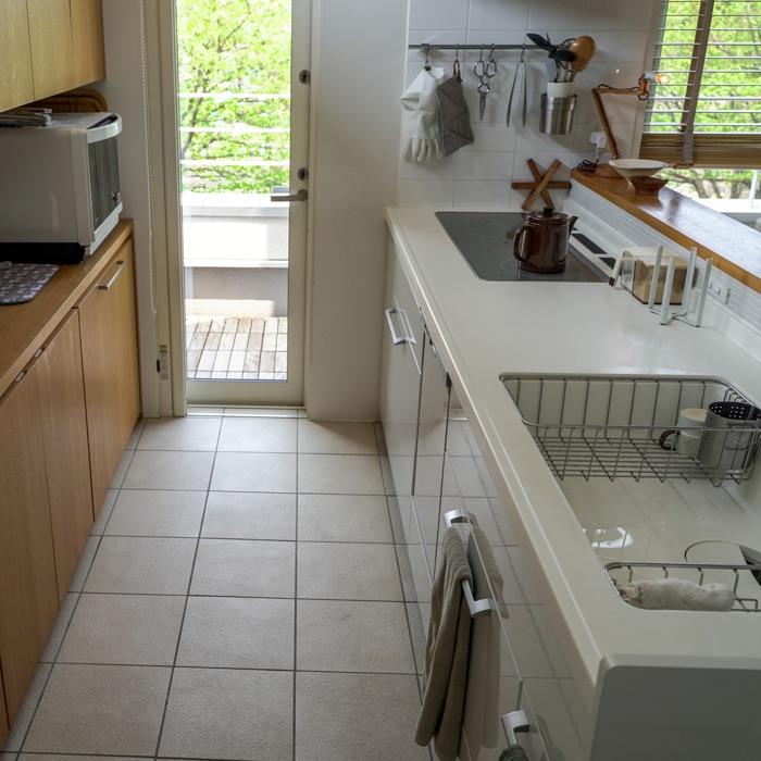 家電や食器は隠してすっきり!使いやすさも重視したキッチン収納の工夫とは ゆーへーさん