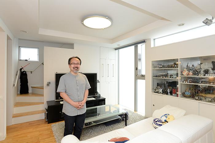 『スターウォーズ』がインテリアと融合。コレクターが住まう都心の狭小住宅と、収納テク
