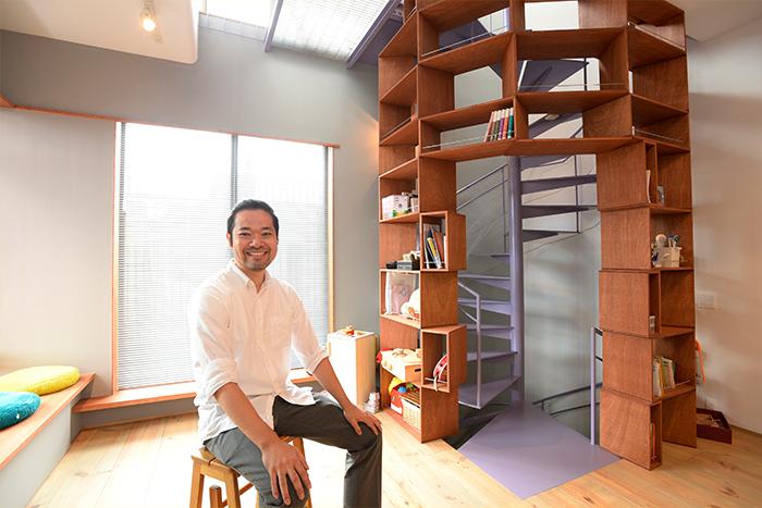 着想は「カルディ」の商品棚!狭小3階建注文住宅のでスッキリ暮らす収納プランとは?