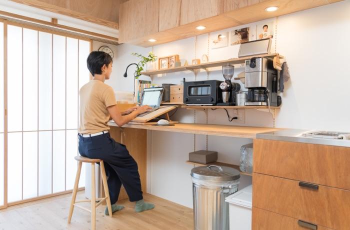 可動棚「シューノ」でつくる、本多さおりさんこだわりのマルチスペース! 仕事デスクや調理作業台に様変わり
