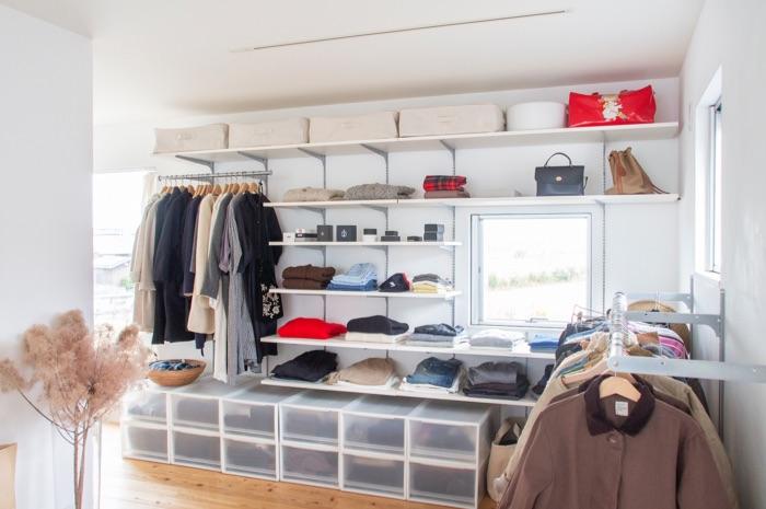 ディスプレイ収納で片付け意識が変わる! 自分仕様の壁面収納を実現した店舗用金物メーカーの可動棚