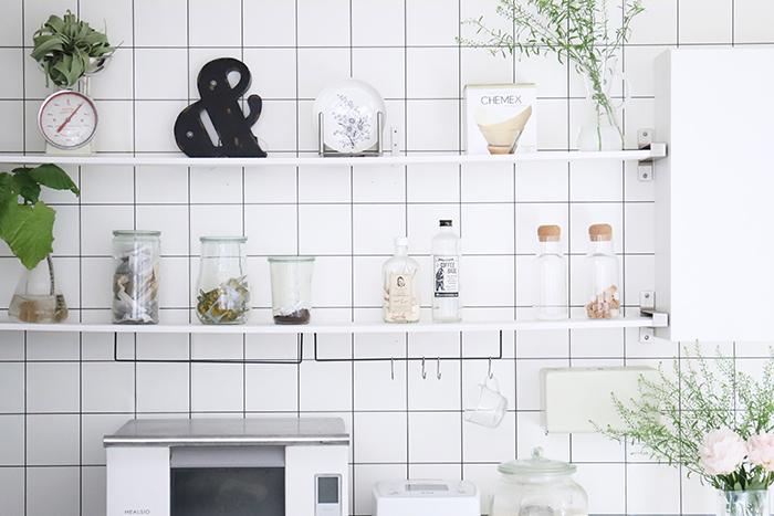 壁面収納術|オープンでもスッキリ見えて掃除もしやすいアイデア実例